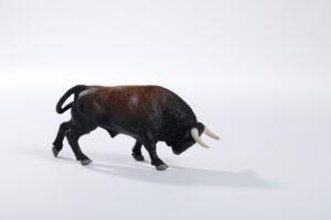 Animales de juguete | Animales de Coleccionismo | Meskebous NUEVO Toro Embistiendo Lombardo Albardado