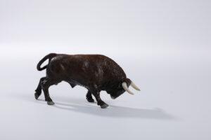 Animales de juguete | Animales de Coleccionismo | Meskebous NUEVO Toro Embistiendo Retinto Bocidorado