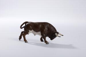 Animales de juguete | Animales de Coleccionismo | Meskebous NUEVO Toro Embistiendo Tostado Bragado Corrido