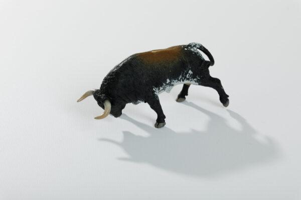 Animales de juguete | Animales de Coleccionismo | Meskebous Toro Embistiendo Sardo Oscuro Listón