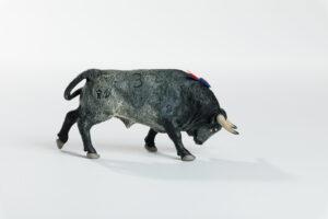 Animales de juguete | Animales de Coleccionismo | Meskebous Toro Embistiendo Cobradiezmos