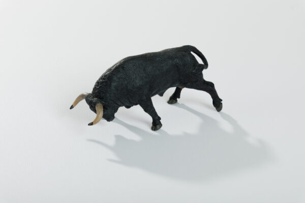 Animales de juguete | Animales de Coleccionismo | Meskebous Toro Embistiendo Cárdeno Oscuro