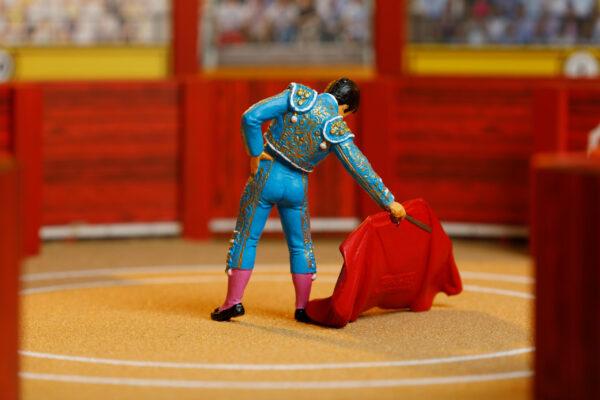 Colección Plaza | Meskebous Torero con Muleta Azul Purísima y Oro