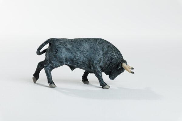 Animales de juguete | Animales de Coleccionismo | Meskebous Toro Embistiendo Cárdeno Claro