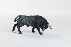 Animales de juguete | Animales de Coleccionismo | Meskebous Toro Embistiendo Ratonero