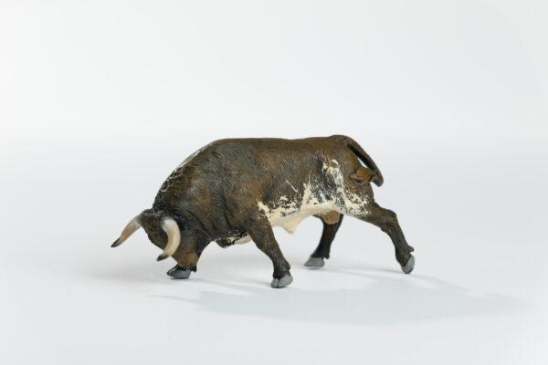 Animales de juguete | Animales de Coleccionismo | Meskebous Toro Embistiendo Colorado Oscuro Bragado